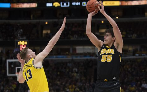 Iowa goes cold from 3 in loss to Michigan