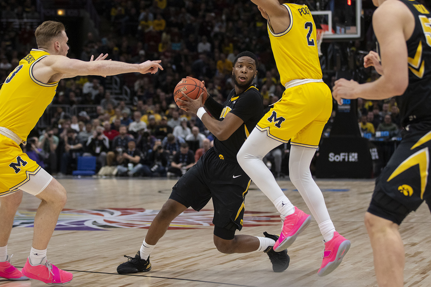 Iowa+guard+Isaiah+Moss+looks+to+pass+the+ball+during+the+Iowa%2FMichigan+Big+Ten+Tournament+men%27s+basketball+game+in+the+United+Center+in+Chicago+on+Friday%2C+March+15%2C+2019.+The+Wolverines+defeated+the+Hawkeyes%2C+74-53.+