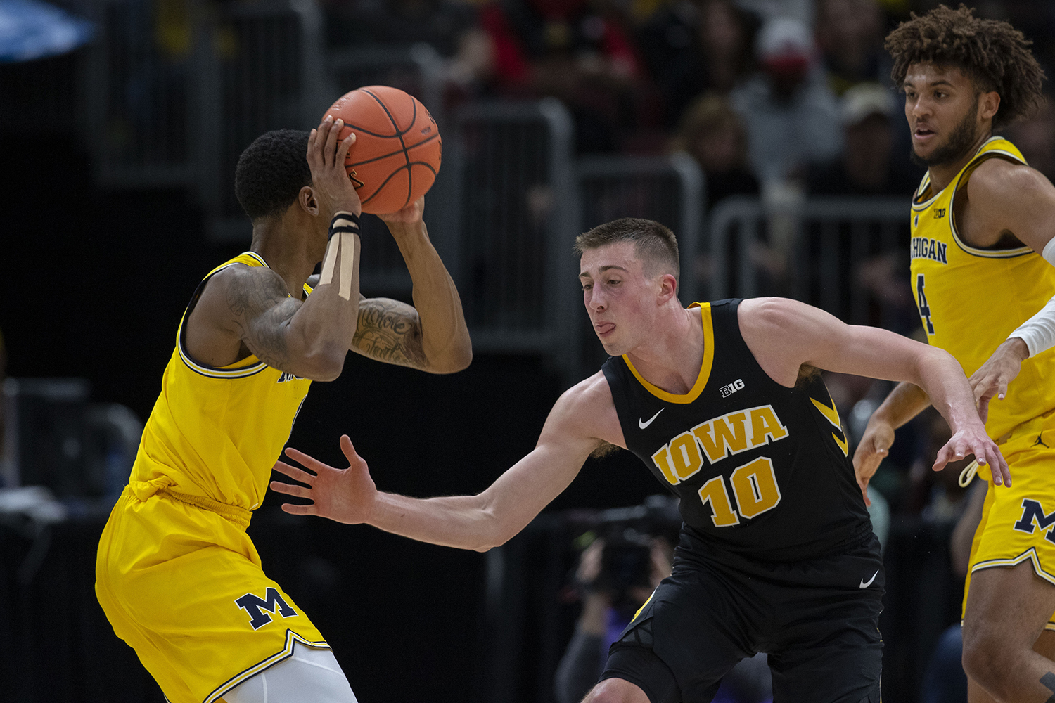 Iowa%27s+Joe+Wieskamp+guards+Michigan+guard+Charles+Matthews+during+the+Iowa%2FMichigan+Big+Ten+Tournament+men%27s+basketball+game+in+the+United+Center+in+Chicago+on+Friday%2C+March+15%2C+2019.+The+Wolverines+defeated+the+Hawkeyes%2C+74-53.+