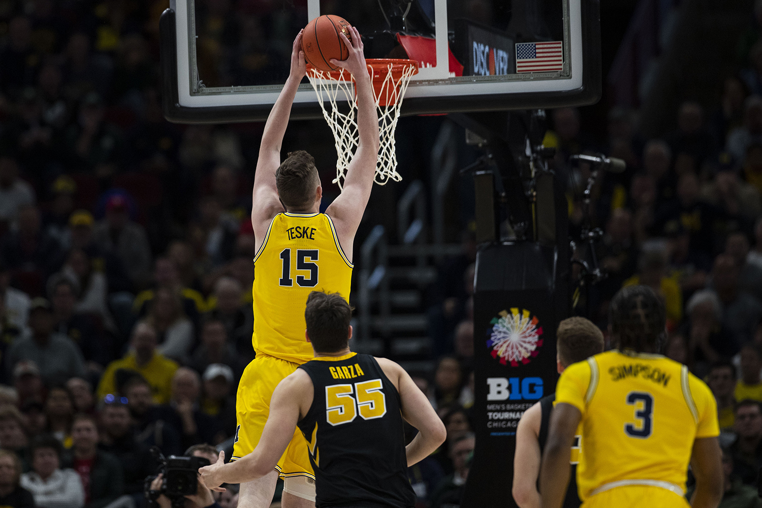 Michigan+center+Jon+Teske+dunks+during+the+Iowa%2FMichigan+Big+Ten+Tournament+men%27s+basketball+game+in+the+United+Center+in+Chicago+on+Friday%2C+March+15%2C+2019.+The+Wolverines+defeated+the+Hawkeyes%2C+74-53.+