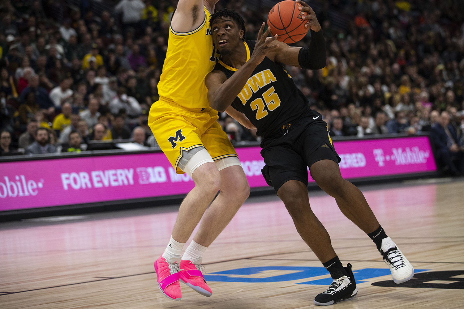 Iowa+forward+Tyler+Cook+drives+to+the+hoop+during+the+Iowa%2FMichigan+Big+Ten+Tournament+men%27s+basketball+game+in+the+United+Center+in+Chicago+on+Friday%2C+March+15%2C+2019.+The+Wolverines+defeated+the+Hawkeyes%2C+74-53.+