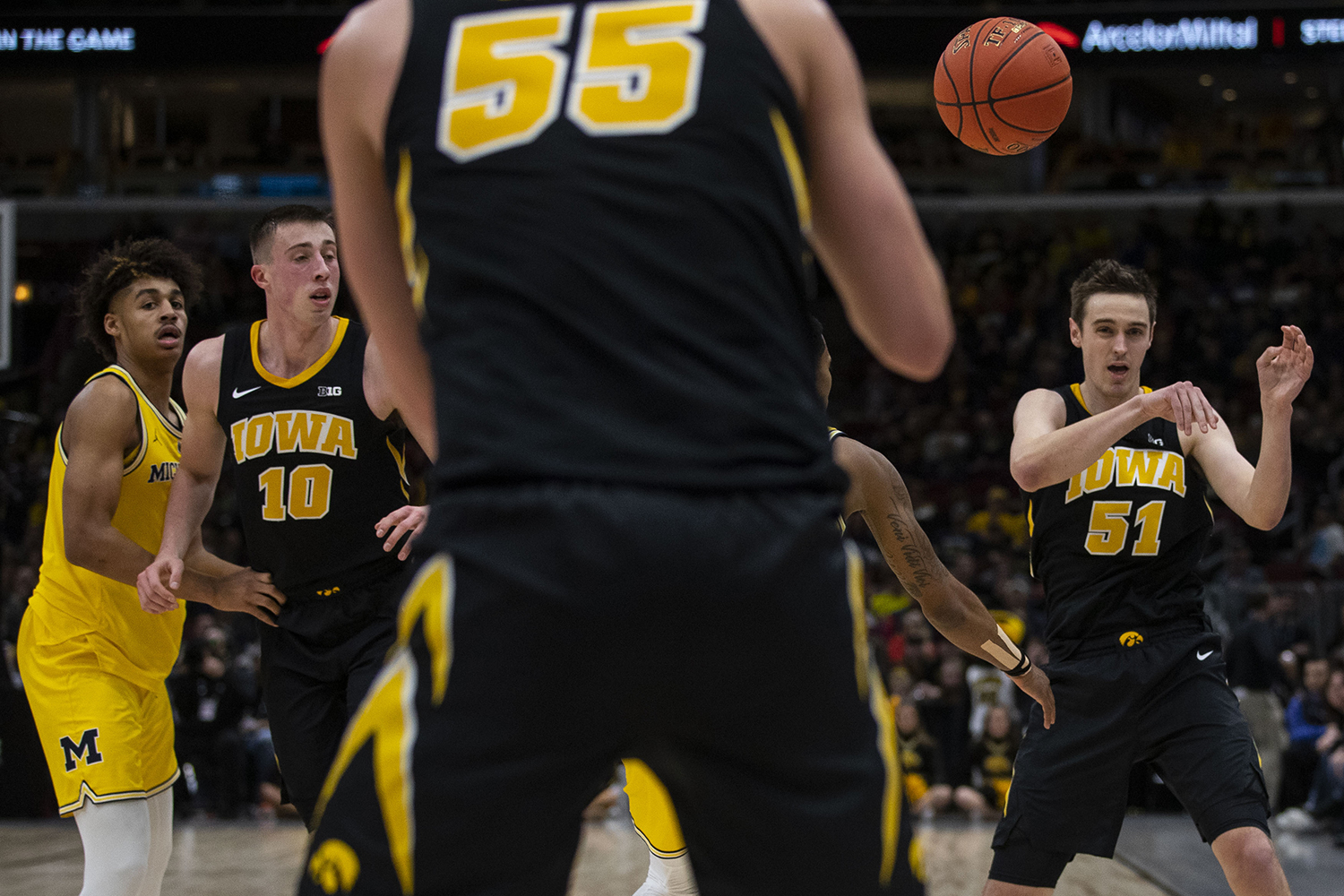 Iowa+forward+Nicholas+Baer+%2851%29+passes+the+ball+to+forward+Luka+Garza+%2851%29+during+the+Iowa%2FMichigan+Big+Ten+Tournament+men%27s+basketball+game+in+the+United+Center+in+Chicago+on+Friday%2C+March+15%2C+2019.+The+Wolverines+defeated+the+Hawkeyes%2C+74-53.+