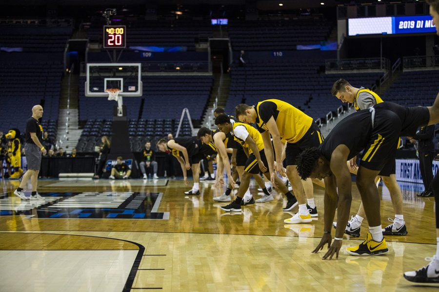 Iowa+players+warm+up+during+the+Iowa+basketball+practice+at+Nationwide+Arena+in+Columbus%2C+Ohio+on+Thursday%2C+March+21%2C+2019.+The+Hawkeyes+will+compete+against+the+Cincinnati+Bearcats+tomorrow+in+the+NCAA+Tournament.