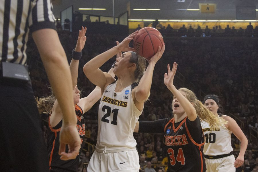 Stewart signs pro contract in Australia – The Daily Iowan