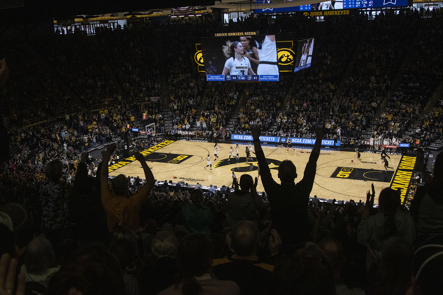 Fans+react+after+Iowa+guard+Makenzie+Meyer+drains+a+3-pointer+during+the+Iowa%2FMizzou+NCAA+Tournament+second+round+women%27s+basketball+game+in+Carver-Hawkeye+Arena++on+Sunday%2C+March+24%2C+2019.+The+Hawkeyes+defeated+the+Tigers%2C+68-52.+%28Lily+Smith%2FThe+Daily+Iowan%29