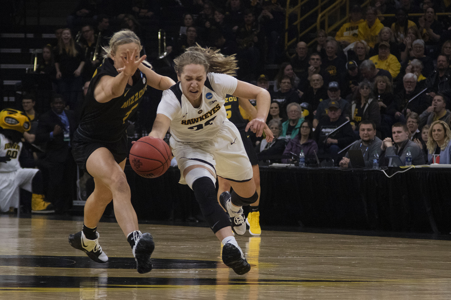 Iowa+guard+Kathleen+Doyle+steals+the+ball+from+Mizzou+guard+Sophie+Cunningham+during+the+Iowa%2FMizzou+NCAA+Tournament+second+round+women%27s+basketball+game+in+Carver-Hawkeye+Arena++on+Sunday%2C+March+24%2C+2019.+The+Hawkeyes+defeated+the+Tigers%2C+68-52.+