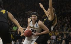 Mills: Hawkeye men should look to women for example