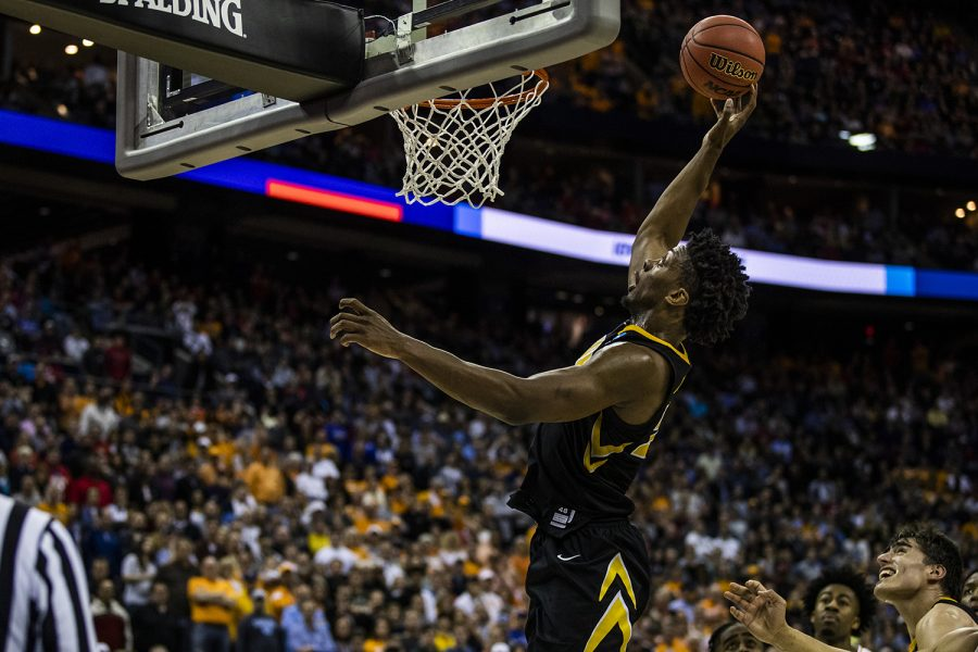 Iowa+forward+Tyler+Cook+dunks+the+ball+during+the+NCAA+game+against+Tennessee+at+Nationwide+Arena+on+Sunday%2C+March+24%2C+2019.+The+Volunteers+defeated+the+Hawkeyes+83-77+in+overtime.