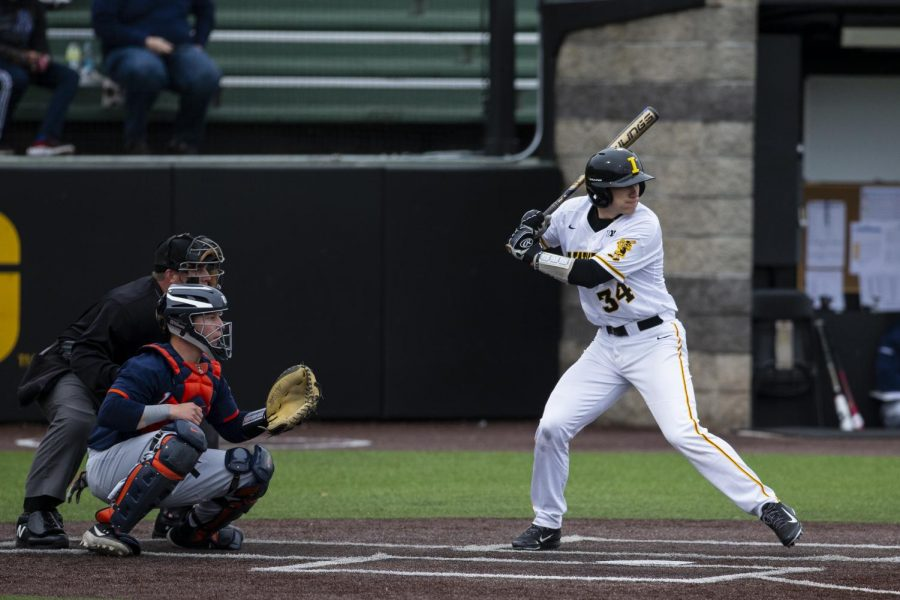 Iowa+catcher+Austin+Martin+bats+against+Illinois+on+March+29%2C+2019.+The+Hawkeyes+defeated+the+Illini%2C+8-4.