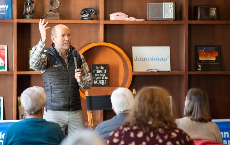 2020 presidential hopeful John Delaney outlines climate change strategy in Iowa City