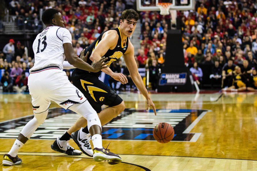 Iowa+basketball+takes+down+Cincinnati+in+NCAA+Tournament