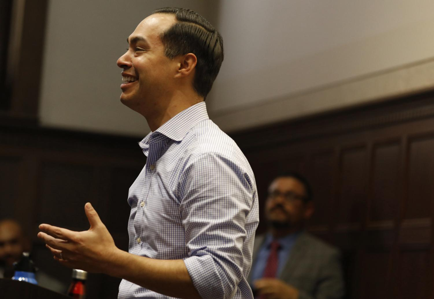 Democratic presidential candidate Julian Castro, left, speaks during a visit to a Chicano Studies class in Moore Hall auditorium at UCLA in Los Angeles on March 4, 2019. (Francine Orr/Los Angeles Times/TNS)