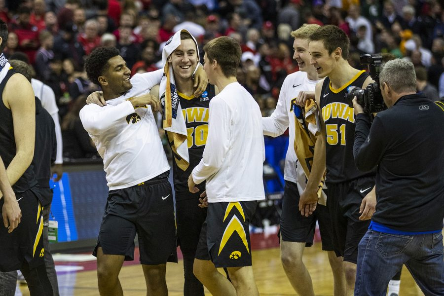 Iowa+guard+Connor+McCaffery+celebrates+the+win+with+his+teammates+during+the+NCAA+game+against+Cincinnati+at+Nationwide+Arena+on+Friday+March+22%2C+2019.+The+Hawkeyes+defeated+the+Bearcats+79-72.+%28Katina+Zentz%2FThe+Daily+Iowan%29
