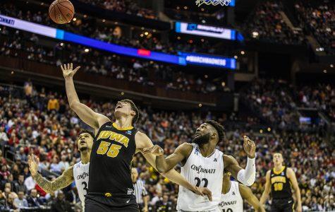 Garza's effort shines for Hawkeye basketball
