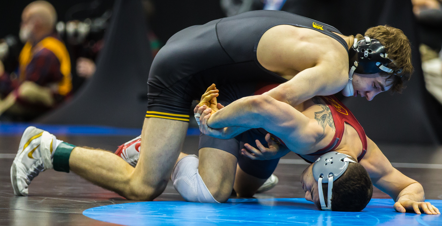 Iowa%E2%80%99s+133-pound+Austin+DeSanto+wrestles+Iowa+State%E2%80%99s+Austin+Gomez+during+the+fourth+session+of+the+2019+NCAA+D1+Wrestling+Championships+at+PPG+Paints+Arena+in+Pittsburgh%2C+PA+on+Friday%2C+March+22%2C+2019.+DeSanto+won+by+major+decision%2C+16-5.