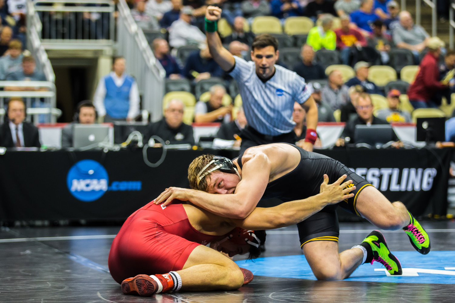 Iowa%E2%80%99s+197-pound+Jacob+Warner+wrestles+Cornell%E2%80%99s+Benjamin+Honis+during+the+fifth+session+of+the+2019+NCAA+D1+Wrestling+Championships+at+the+PPG+Paints+Arena+in+Pittsburgh%2C+PA+on+Saturday%2C+March+23%2C+2019.+Warner+won+by+decision%2C+8-4%2C+and+earned+seventh+in+the+weight+class.