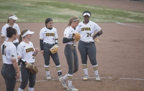 Hawkeye softball offense quiet in loss to Illinois