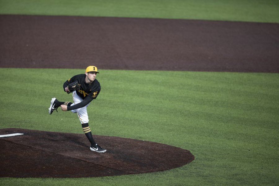 Hawkeye+pitcher+Trenton+Wallace+pitches+during+the+baseball+game+against+Illinois+at+Duane+Banks+Field+on+March+30%2C+2019.+The+Hawkeyes+defeated+the+Fighting+Illini+2-1+after+the+9th+inning.
