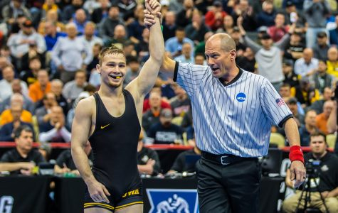 Lee claims NCAA Wrestling Championship Finals bid