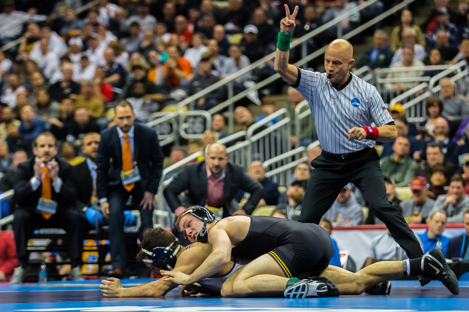 Iowa%E2%80%99s+125-pound+Spencer+Lee+wrestles+Virginia%E2%80%99s+Jack+Mueller+during+the+final+session+of+the+2019+NCAA+D1+Wrestling+Championships+at+PPG+Paints+Arena+in+Pittsburgh%2C+PA+on+Saturday%2C+March+23%2C+2019.+Lee+won+by+decision%2C+5-0%2C+and+defended+his+national+title.