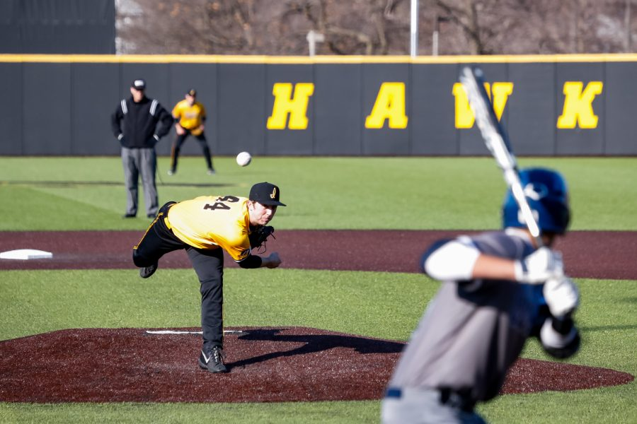 Iowa%27s+Duncan+Davitt+pitches+the+ball+during+a+baseball+game+against+Clarke+University+on+Tuesday%2C+Apr.+2%2C+2019.+The+Hawkeyes+defeated+the+Pride+3-2.+