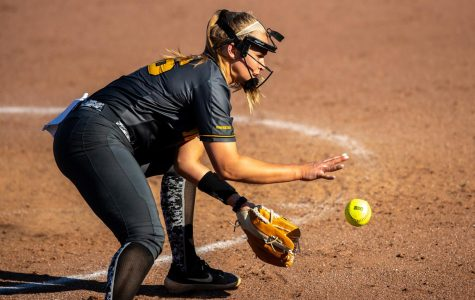 Iowa softball falls in first round of Big Ten Tournament