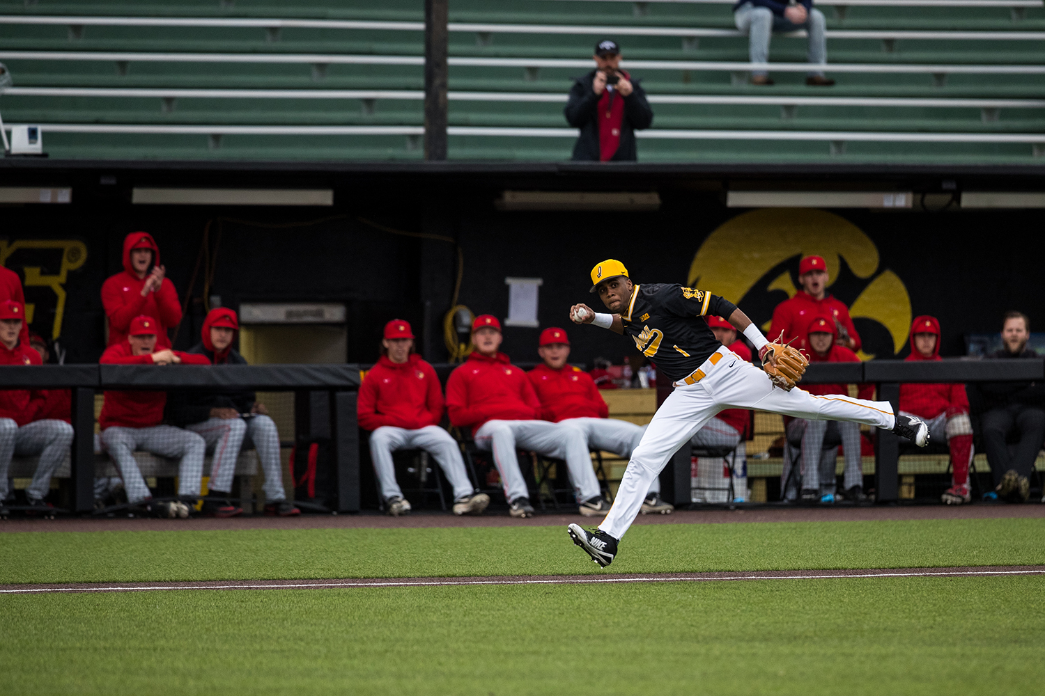 Iowa%27s+Lorenzo+Ellion+attempts+to+throw+a+ball+towards+first+base+during+a+baseball+game+against+Illinois+State+on+Wednesday%2C+Apr.+3%2C+2019.+The+Hawkeyes+lost+to+the+Redbirds+11-6.+%28Roman+Slabach%2FThe+Daily+Iowan%29