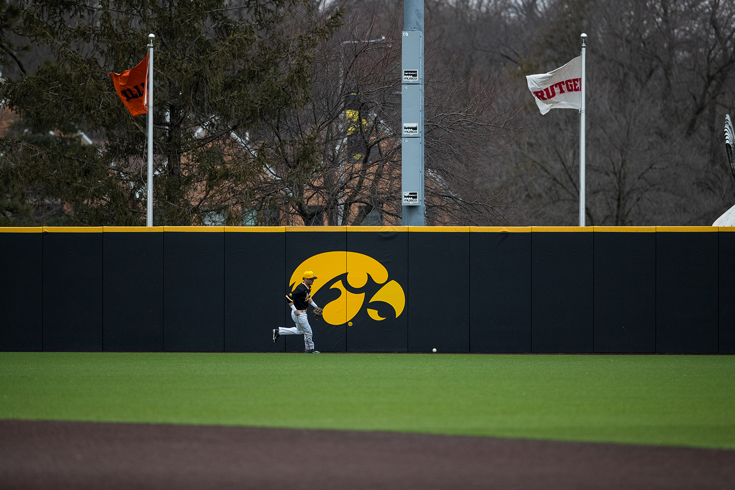Iowa%27s+Chris+Whelan+goes+to+a+recover+the+ball+in+the+outfield+during+a+baseball+game+against+Illinois+State+on+Wednesday%2C+Apr.+3%2C+2019.+The+Hawkeyes+lost+to+the+Redbirds+11-6.+%28Roman+Slabach%2FThe+Daily+Iowan%29