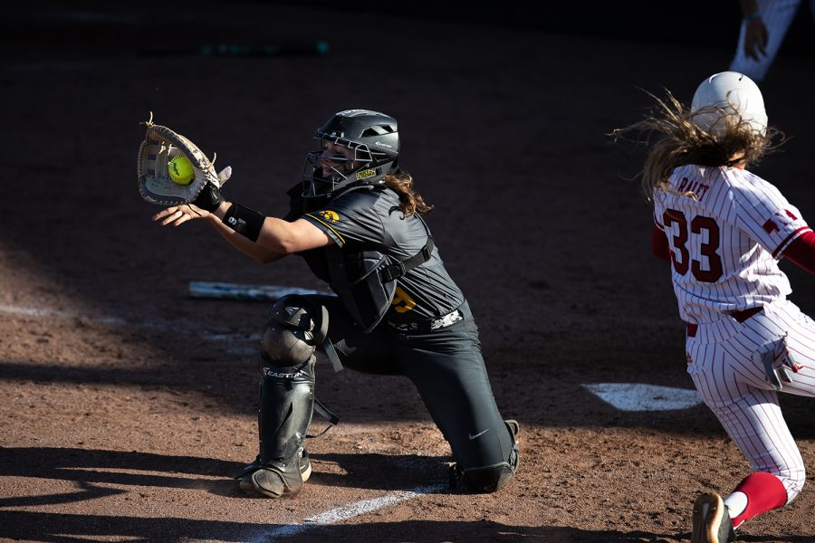Iowa+catcher+Abby+Lien+catches+a+ball+during+the+game+against+Nebraska+at+the+Bob+Pearl+Softball+Field+on+Wednesday%2C+April+24%2C+2019.+