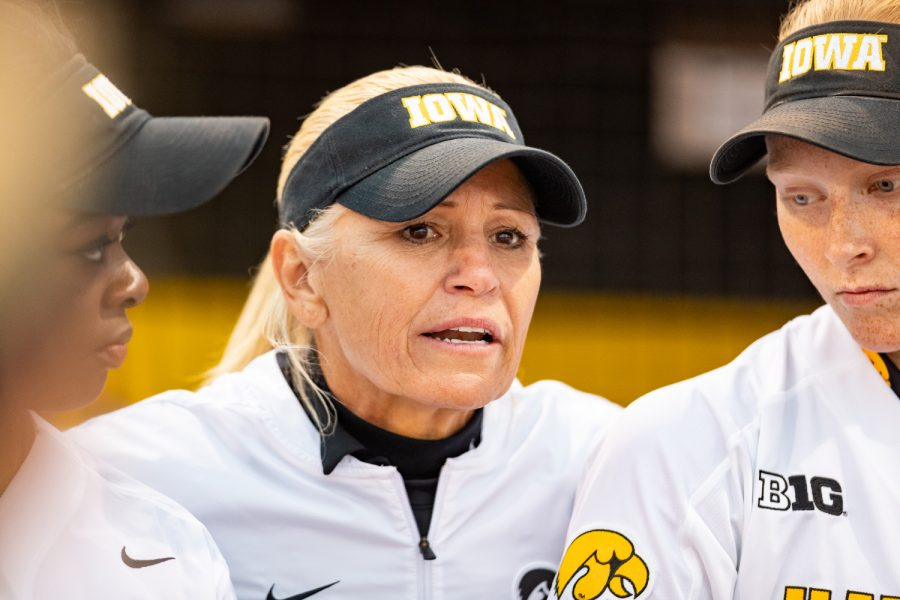 Iowa+Softball+Head+Coach+Renee+Gillispie+talks+to+her+team+before+a+softball+game+against+Western+Illinois+on+Wednesday%2C+Mar.+27%2C+2019.+The+Fighting+Leathernecks+defeated+the+Hawkeyes+10-1.+