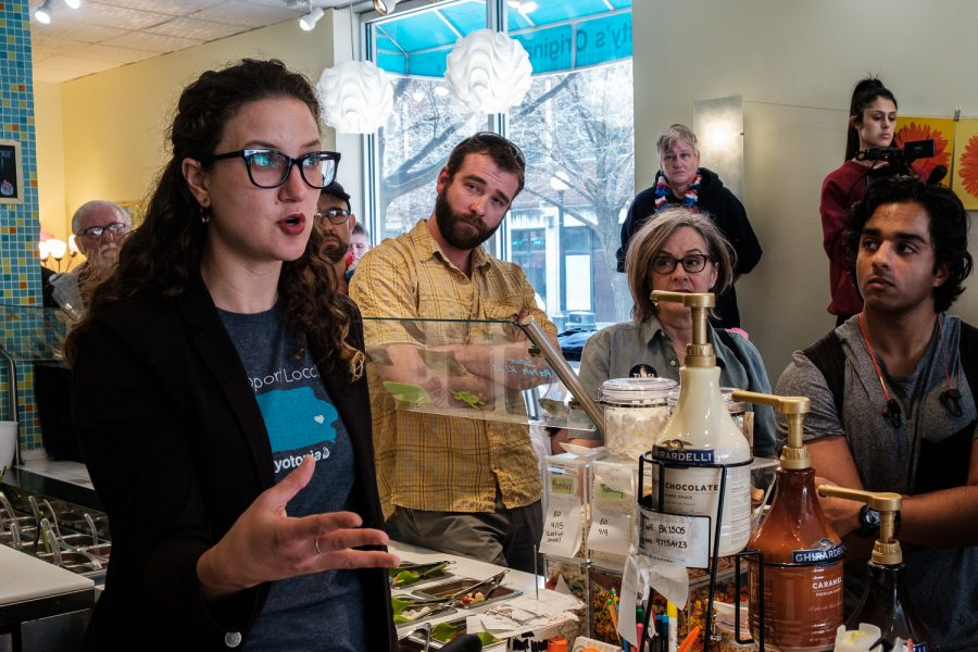 Veronica+Tessler%2C+owner+of+the+frozen+yogurt+shop+Yotopia%2C+asks+Rep.+Tulsi+Gabbard%2C+D-Hawaii+a+question+during+a+meet-and-greet+at+Yotopia+in+Iowa+City+on+Tuesday%2C+April+16%2C+2019.+Attendees+gathered+to+listen+to+Gabbard+discuss+topics+such+as+defunding+regime+changing+wars%2C+environmental+policies%2C+and+medicare+for+all.