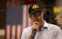 Beto O'Rourke calls for unity at UI in string of Iowa college stops