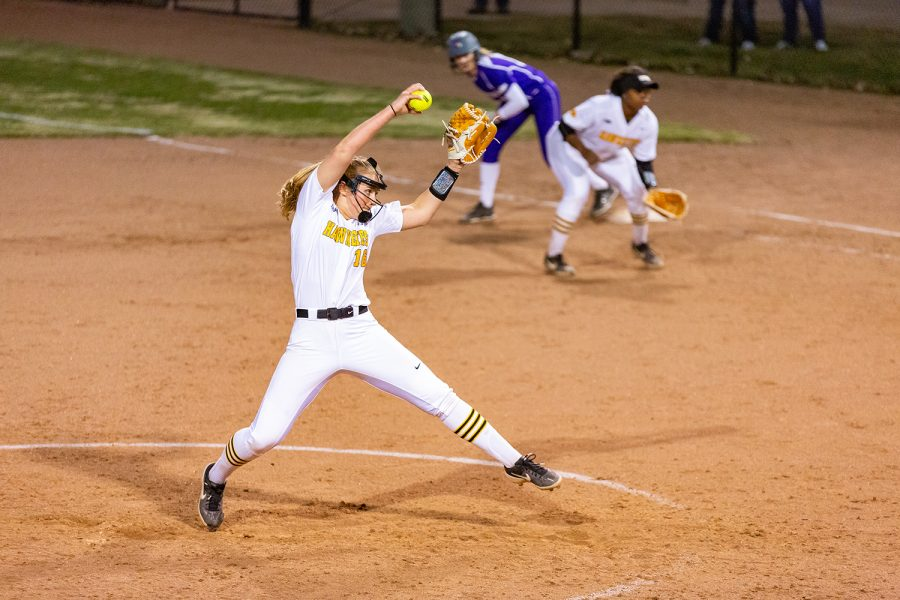 Iowa+pitcher+Sarah+Lehman+winds+up+to+pitch+during+a+softball+game+against+Western+Illinois+on+Wednesday%2C+Mar.+27%2C+2019.+The+Fighting+Leathernecks+defeated+the+Hawkeyes+10-1.+
