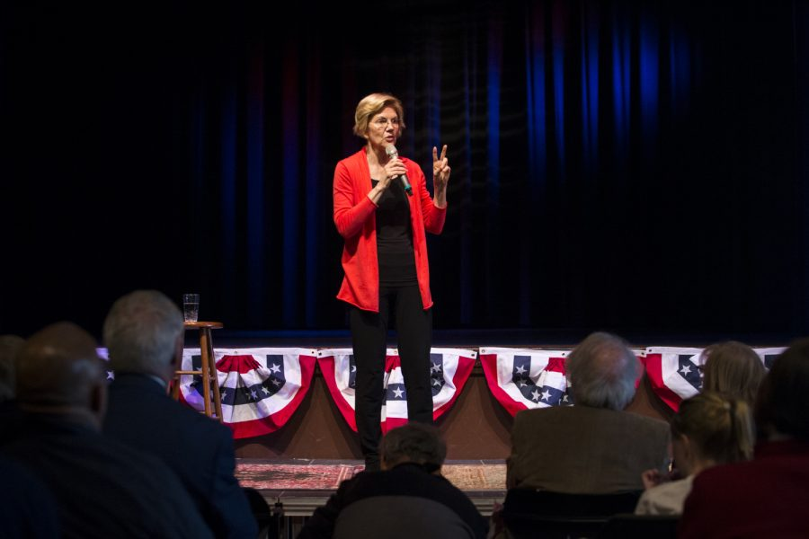 Senator+Elizabeth+Warren+address+a+crowd+of+voters+at+CSPS+Hall+in+Cedar+Rapids.+The+event+was+hosted+by+the+Linn+Phoenix+Club+for+Senator+Elizabeth+Warren.+