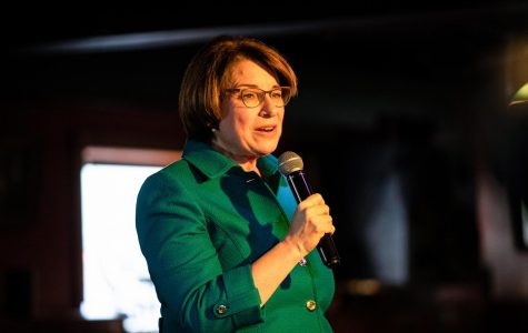 Amy Klobuchar outlines mental illness, addiction plan in Iowa City