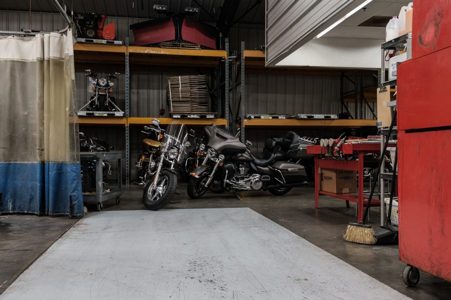 The+Harley+Davidson+Big+Barn+repair+shop+is+seen+before+Senator+Joni+Ernst%27s%2C+R-Iowa+annual+Roast+and+Ride+event+in+Des+Moines+on+Saturday%2C+June+15%2C+2019.+Bikers+rode+from+Des+Moines+to+a+pork+roast+in+Boone%2C+Iowa.+During+the+roast%2C+Senator+Ernst+started+her+campaign+for+reelection.+++%28Wyatt+Dlouhy%2FThe+Daily+Iowan%29
