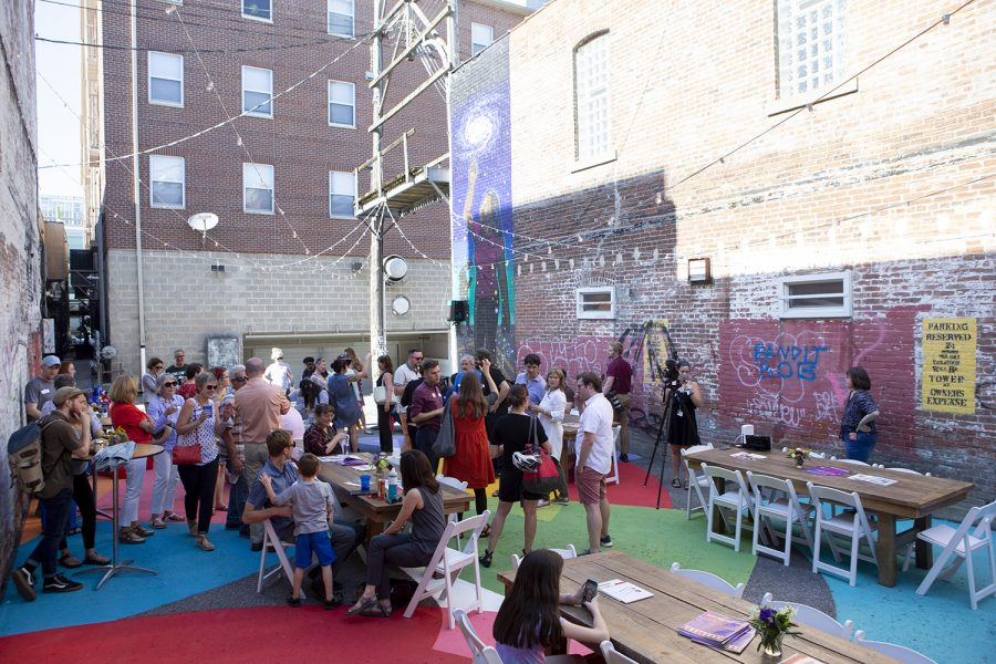 People+mingle+before+the+State+of+the+Downtown+annual+meeting+on+Wednesday%2C+June+26%2C+2019.+The+meeting+was+held+in+the+alleyway+behind+Discerning+Eye+in+downtown+Iowa+City.+%28Emily+Wangen%2FThe+Daily+Iowan%29