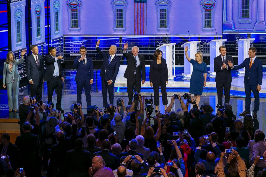 Democratic presidential candidates wave to the crowd as they arrive to the stage at the Adrienne Arsht Center for the Performing Arts in Miami on Thursday, June 27, 2019, for Day 2 of the first Democratic presidential primary debates for the 2020 elections. (Al Diaz/Miami Herald/TNS)