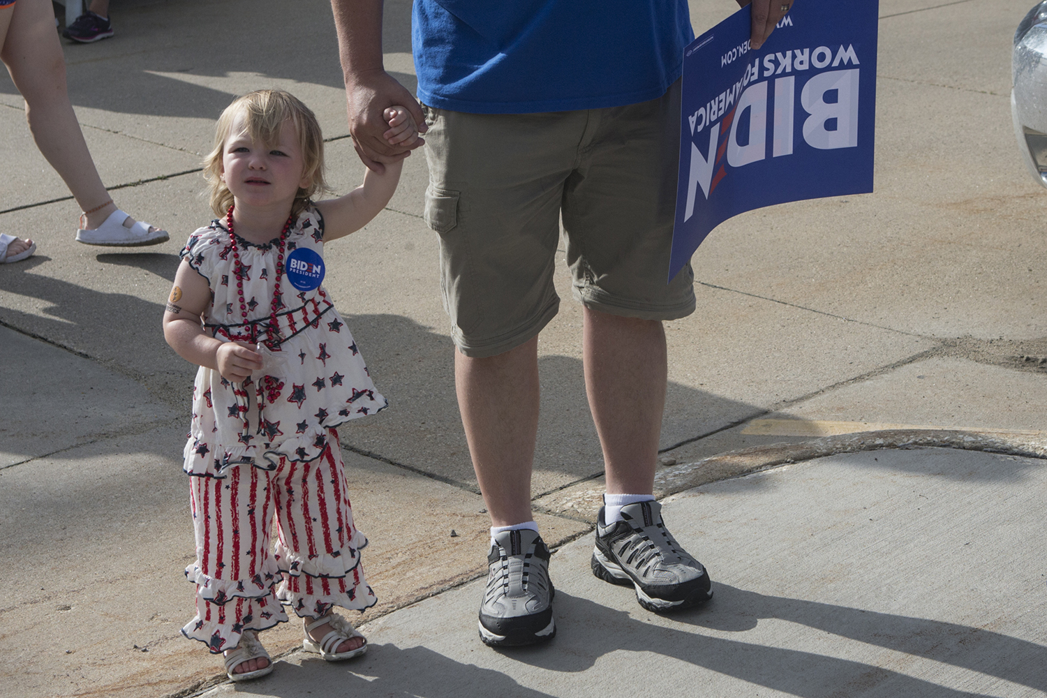 Gillian+Millard+holds+her+father%27s+hand+during+a+4th+of+July+parade+in+Independence+Iowa+on+July+4%2C+2019.+Former+Vice+President+Joe+Biden%2C+former+Congressmen+Beto+O%27Rourke%2C+and+Mayor+of+New+York+City+Bill+de+Blasio+were+in+attendance.+The+Millards+come+from+Trinidad%2C+Colorado+to+visit+with+family+and+watch+the+parade.