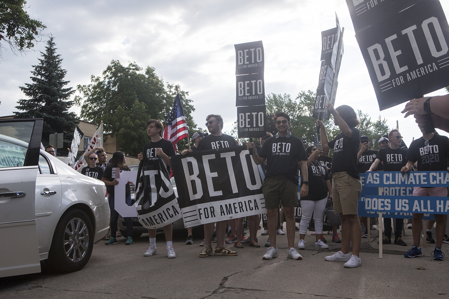 Beto+supporters+gather+during+a+4th+of+July+parade+in+Independence+Iowa+on+July+4%2C+2019.+Former+Vice+President+Joe+Biden%2C+former+Congressmen+Beto+O%27Rourke%2C+and+Mayor+of+New+York+City+Bill+de+Blasio+were+in+attendance.+This+is+the+159th+4th+of+July+parade+in+Independence.