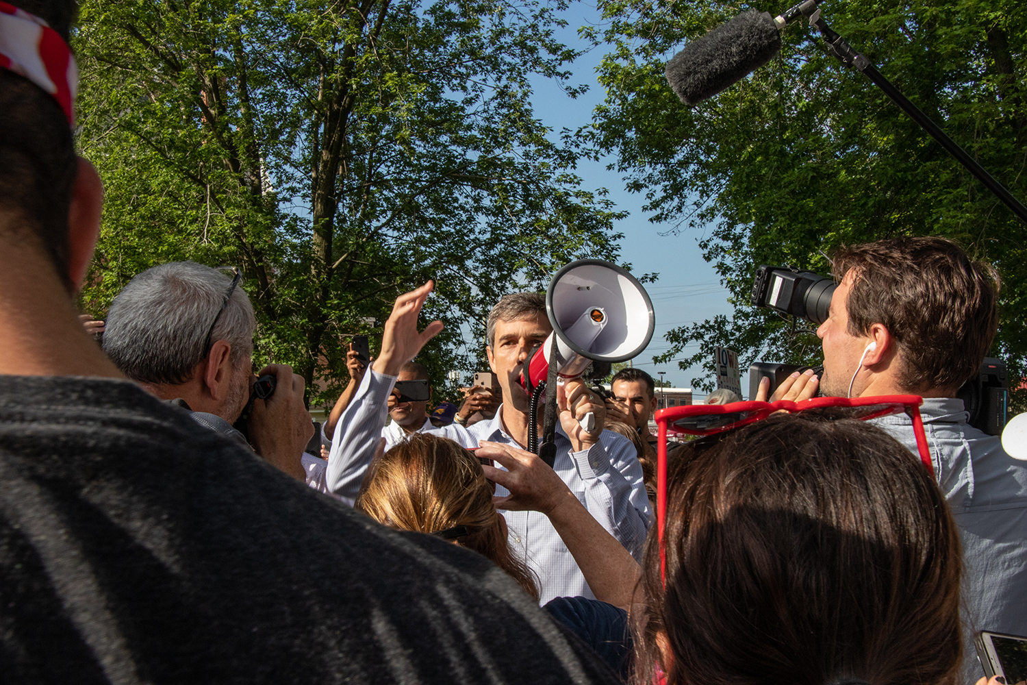 Former+U.S.+Rep.+Beto+O%27Rourke+speaks+to+crowd+members+before+the+annual+4th+of+July+Parade+in+Independence%2C+Iowa.+This+is+the+159th+4th+of+July+parade+in+Independence.+