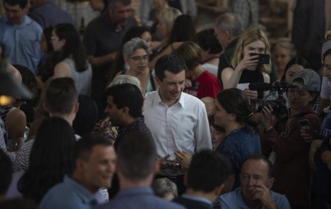 2020 candidates rally Iowa Democrats at Zach Wahls' fundraiser