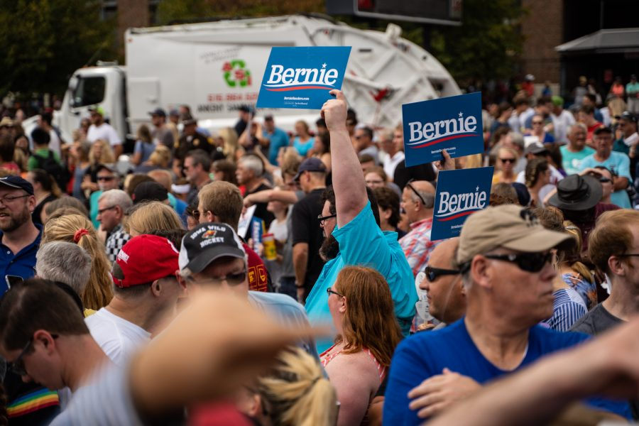 Attendees+hold+up+%22Bernie%22+signs+during+the+Iowa+State+Fair+in+Des+Moines%2C+IA+on+Sunday%2C+August+11%2C+2019.