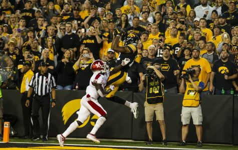 Video: Smith snags fade for first Hawkeye touchdown of season