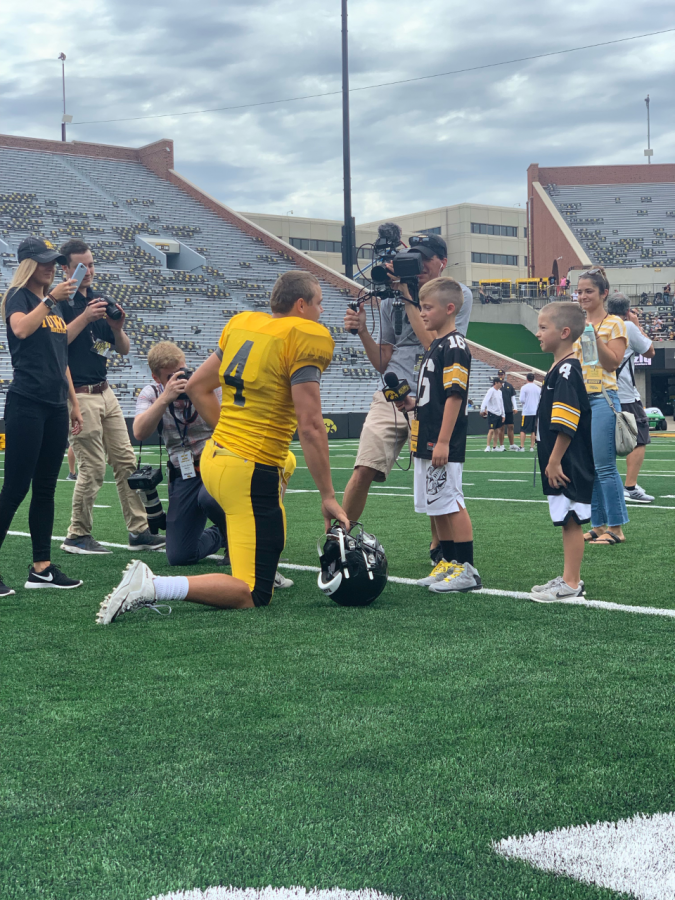 Iowa+quarterback+Nate+Stanley+talks+to+fans+at+Kids%27+Day+at+Kinnick+Stadium+on+Saturday%2C+August+10%2C+2019.
