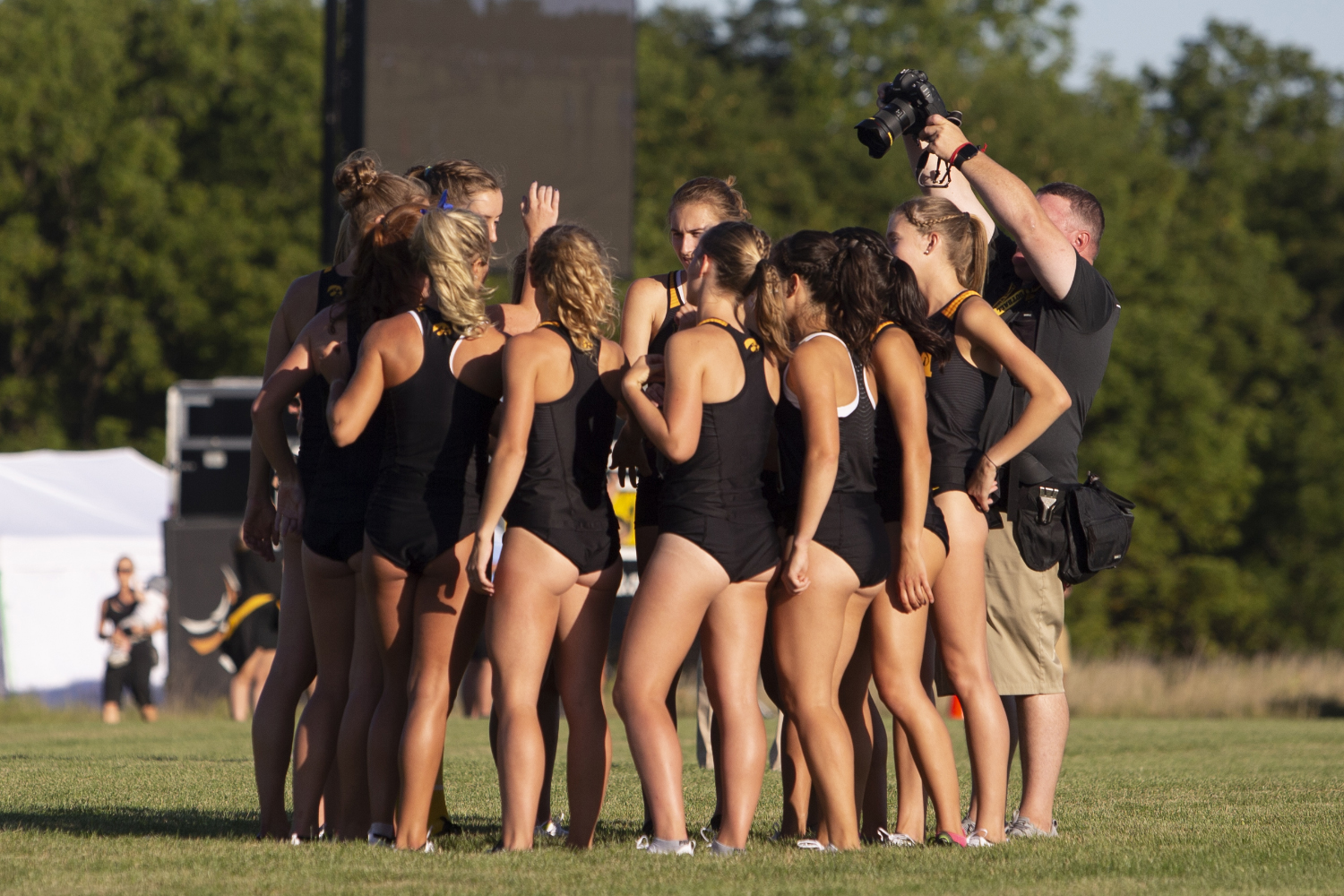 The+University+of+Iowa+women%E2%80%99s+cross+country+team+huddles+up+prior+to+the+4000+meter+race+during+the+Hawkeye+Invitational+on+Friday%2C+Sept.+6%2C+2019+at+the+Ashton+Cross+Country+Course.+The+Hawkeyes+prevailed+over+six+other+teams+to+win+first+place+overall+in+the+men%E2%80%99s+and+women%E2%80%99s+races.+Iowa+State+University+runner+Abby+Caldwell+finished+in+first+place+with+a+time+of+14%3A02.