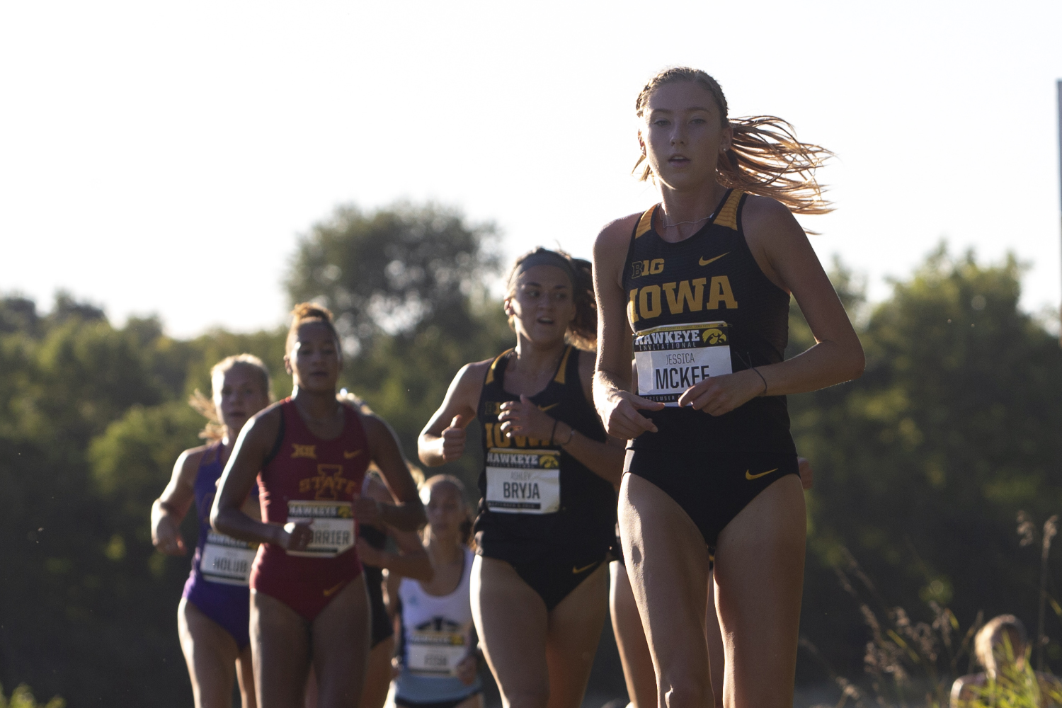 The+University+of+Iowa%E2%80%99s+Jessica+McKee+leads+a+pack+of+runners+during+the+Hawkeye+Invitational+on+Friday%2C+Sept.+6%2C+2019+at+the+Ashton+Cross+Country+Course.+The+Hawkeyes+prevailed+over+six+other+teams+to+win+first+place+overall+in+the+men%E2%80%99s+and+women%E2%80%99s+races.+McKee+finished+in+20th+place+with+a+time+of+14%3A53.