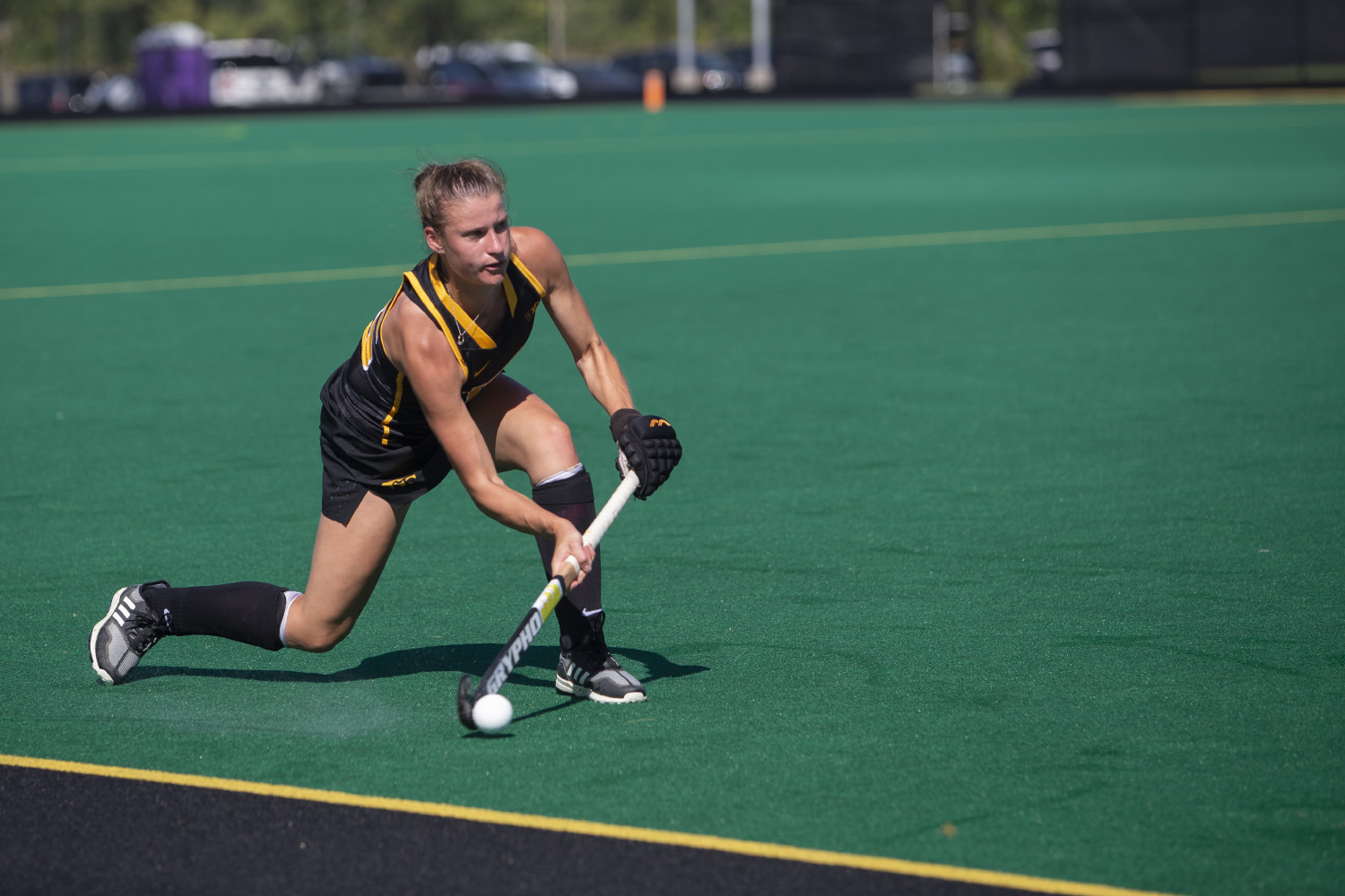 Iowa+midfielder+Esme+Gibson+passes+the+ball+during+a+field+hockey+game+between+Iowa+and+Central+Michigan+at+Grant+Field+on+Friday%2C+September+6%2C+2019.+The+Hawkeyes+defeated+the+Chippewas%2C+11-0.