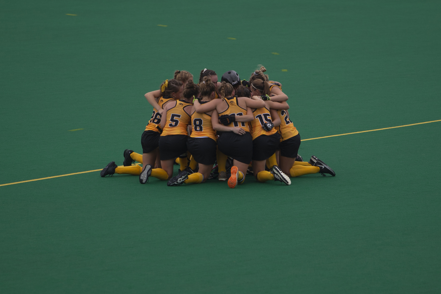 Iowa+players+huddle+on+the+field+during+a+field+hockey+game+between+Iowa+and+Columbia+at+Grant+Field+on+Sunday%2C+September+8%2C+2019.+The+Hawkeyes+defeated+the+Lions%2C+3-1.