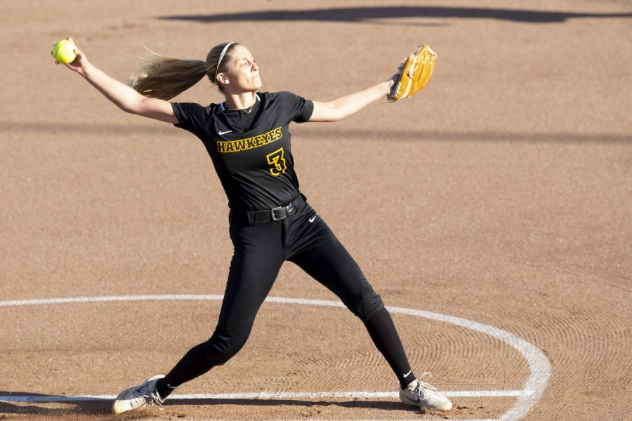 Pitcher+Allison+Doocy+warms+up+during+the+Iowa+softball+fall+opener+against+Des+Moines+Area+Community+College.+The+Hawkeyes+beat+the+Bears+4-1+in+10+innings.
